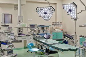 Specjalistyczny fotel używany w sali zabiegowej SCM Clinic w Krakowie